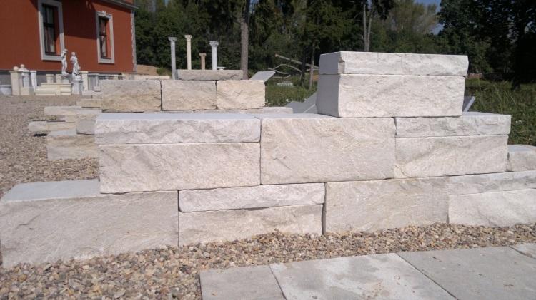 Štípané vápencové kamenné bloky - FS03
