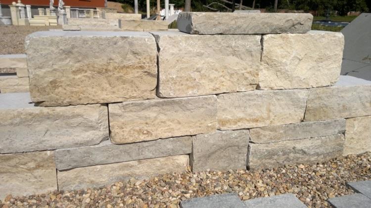 Štípané vápencové kamenné bloky - FS04