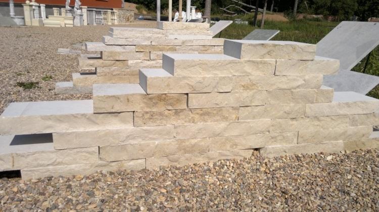 Štípané vápencové kamenné bloky - FS05